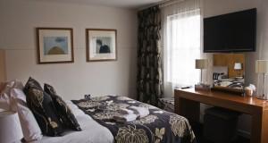 International Apex Hotel Edinburgh bedroom sm1 300x160 - Review: Apex International Hotel in Edinburgh, Scotland