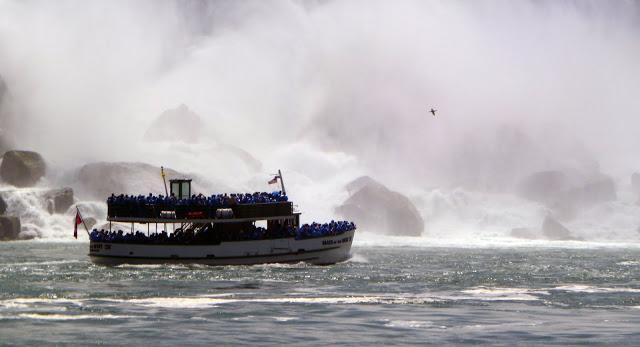 Visiting Niagara Falls: Niagara Falls by bus