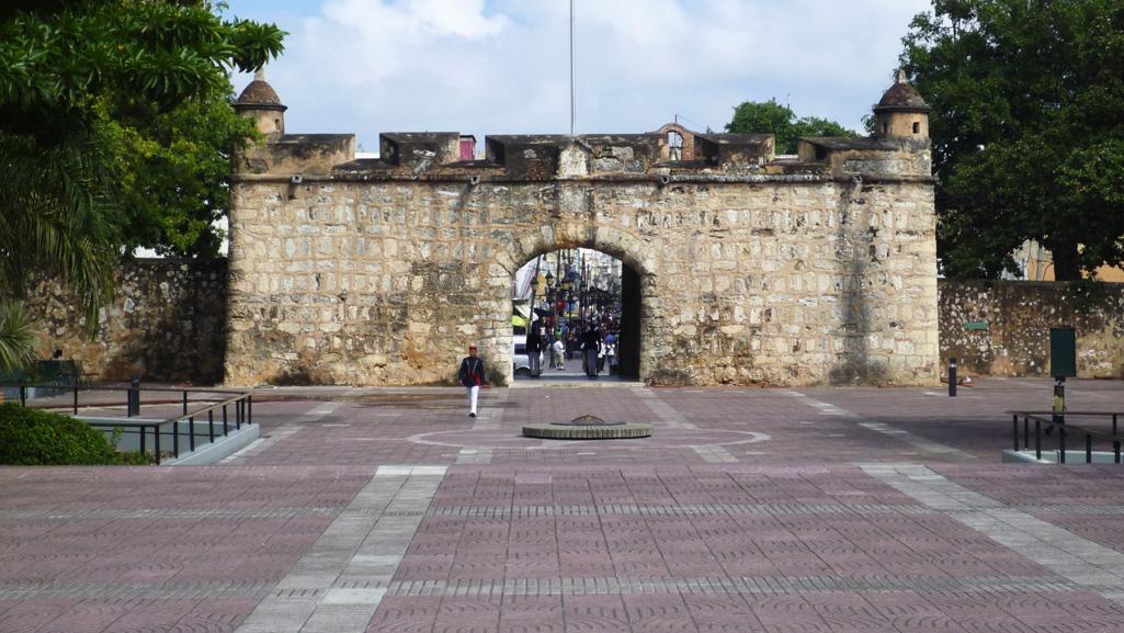 Puerta del Condes and Parque Independencia