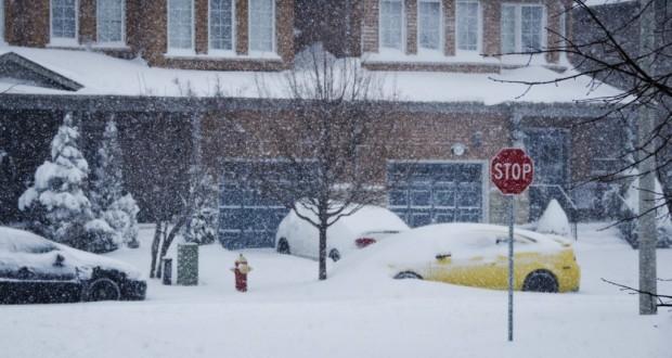 Snowstorm February 8 2013 Burlington Ontario sm 1024x575 620x330 - February 2013 Snowstorm in Ontario - A Reminder From Mother Nature